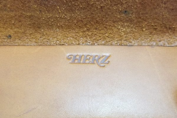ヘルツ うすマチタイプのペンケース-HERZ LEATHER PENCIL CASE -KP-29- ブランドロゴ